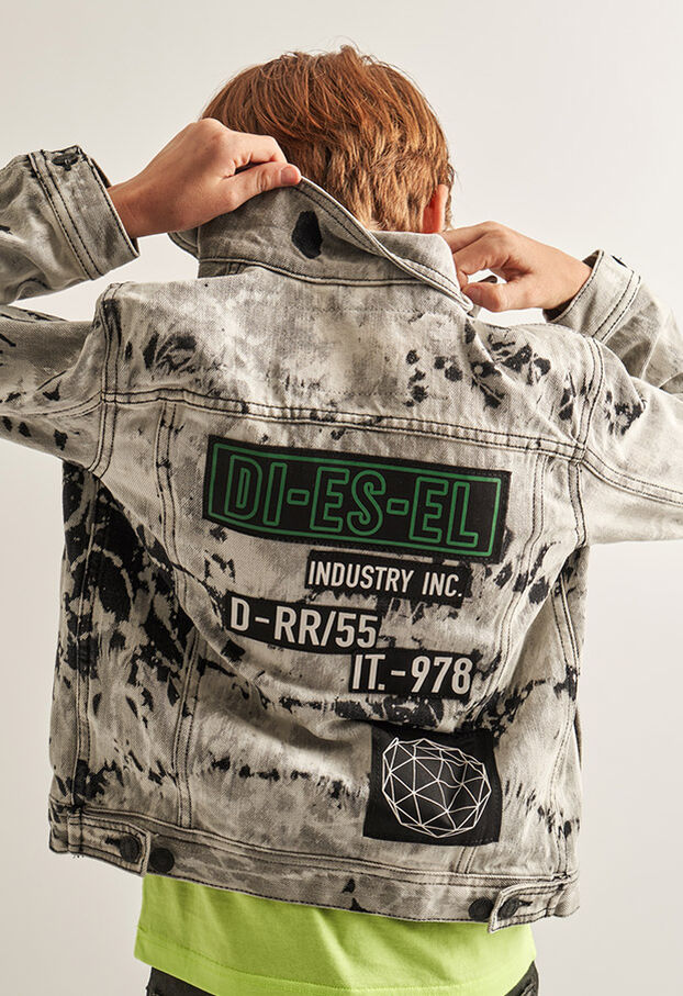 https://it.diesel.com/dw/image/v2/BBLG_PRD/on/demandware.static/-/Library-Sites-DieselMFSharedLibrary/default/dw9fd09078/CATEGORYOV/2x2_90.jpg?sw=622&sh=907