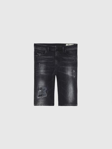 Shorts in denim con abrasioni