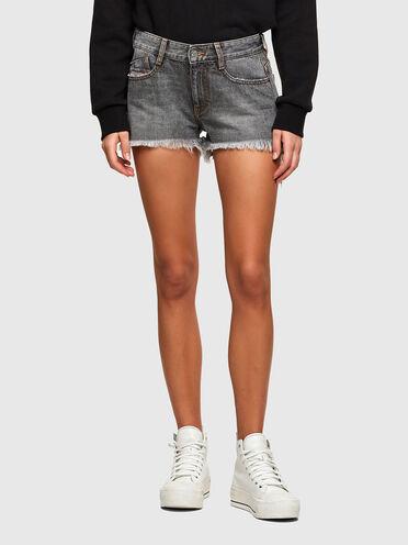 Shorts con taglio a vivo in denim con effetto marmorizzato
