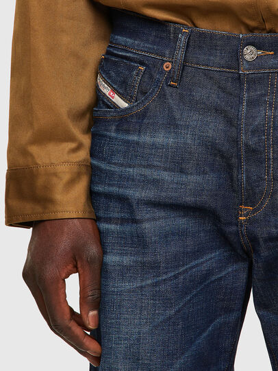 Diesel - D-Fining 09A48, Blu Scuro - Jeans - Image 4
