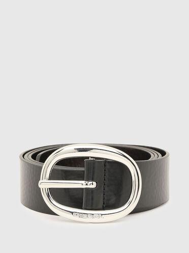 Cintura in pelle con dettagli in metallo