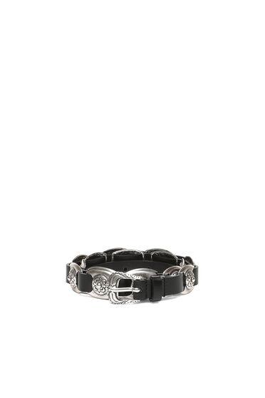 Cintura in pelle con elementi metallici lavorati a rilievo