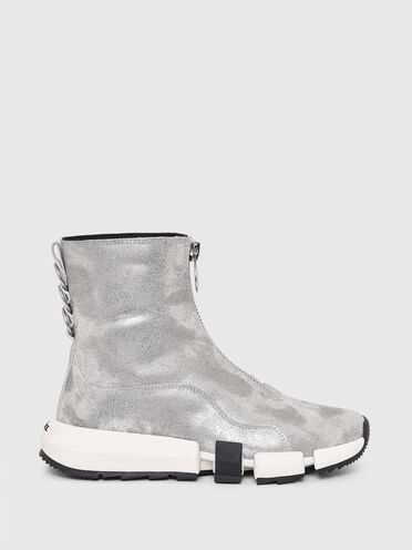 Sneaker ibride in pelle scamosciata laminata