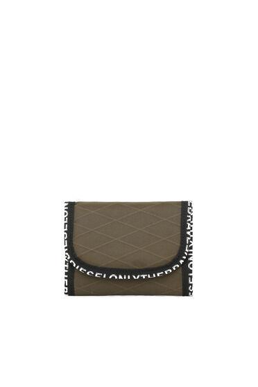 Micro portafoglio con cordino e finiture con scritte decorative