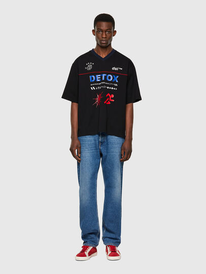 Diesel - T-DELPHIVY-SLITS, Nero - T-Shirts - Image 4