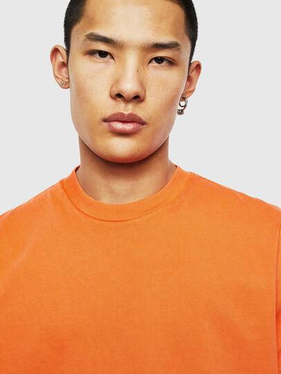 Diesel - T-THURE, Arancione - T-Shirts - Image 3