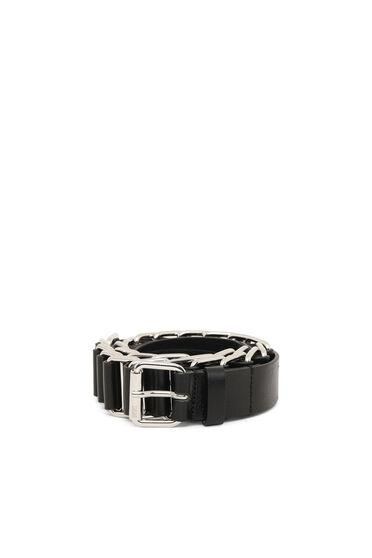 Cintura intrecciata in pelle e catena metallica
