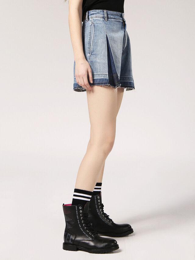 DE-JIZZY-S, Blu Jeans