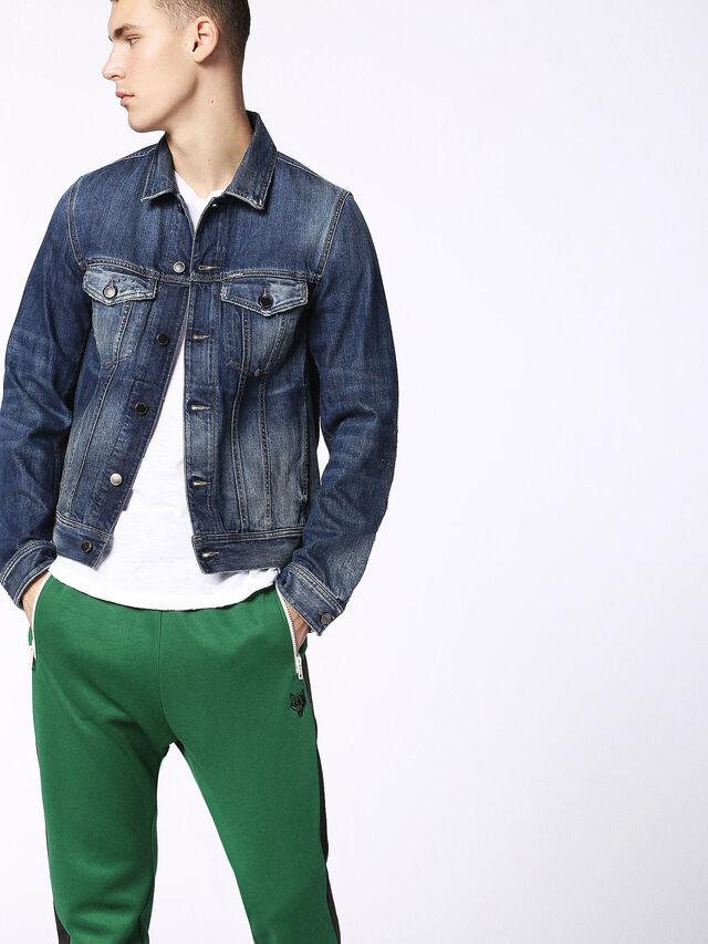 D-ASHTON-T, Blu Jeans