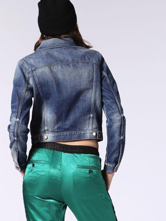 DE-VELVET-T, Blu Jeans