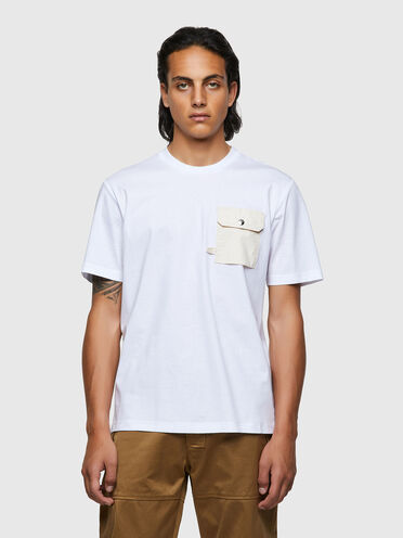 T-shirt con taschino con patta