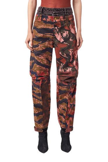 Pantaloni con stampa camouflage