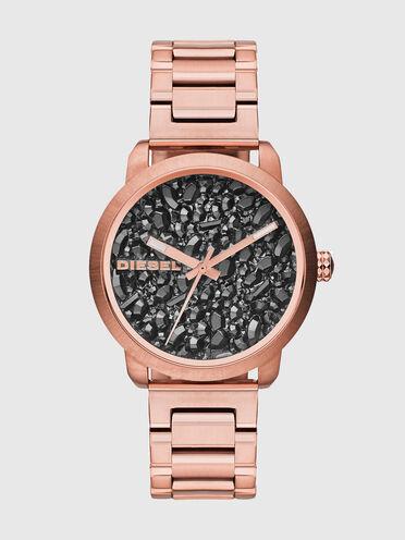 Orologio rosa con pietre nel quadrante