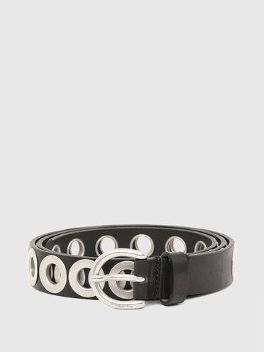 Cintura in pelle con occhielli in metallo