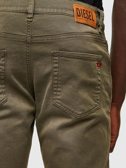 Diesel - D-Strukt JoggJeans® 0670M, Verde Militare - Jeans - Image 4