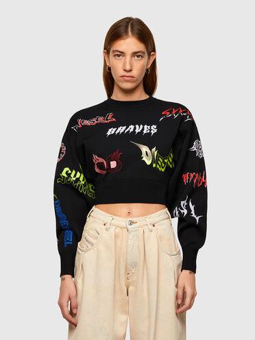 Pullover cropped con loghi misti