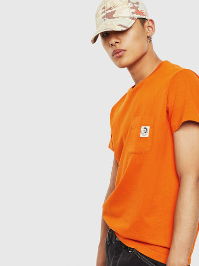 Diesel - T-WORKY-MOHI-S1, Arancione - T-Shirts - Image 4