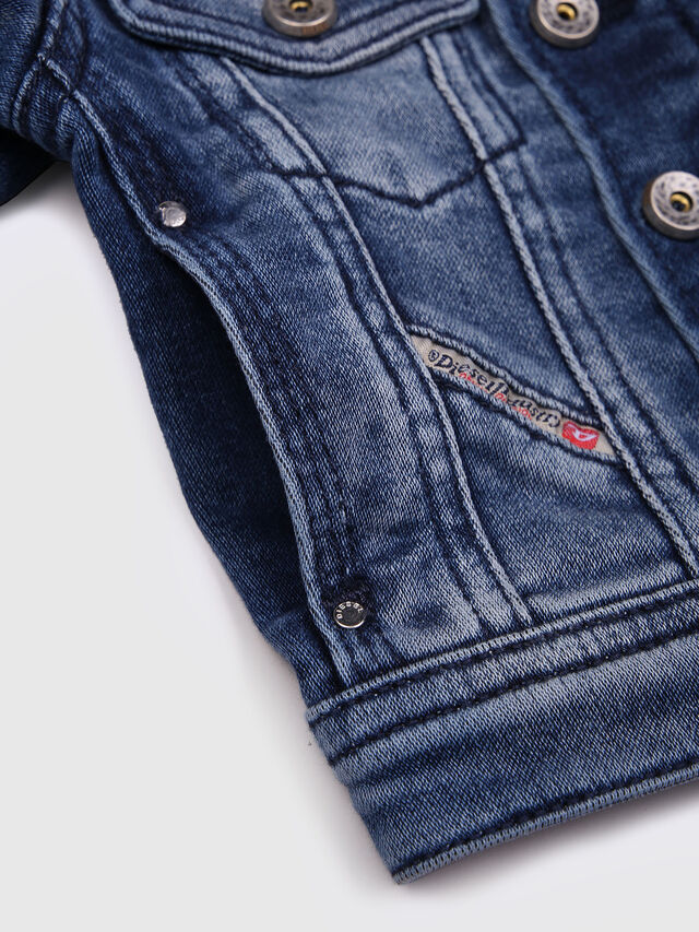 Diesel - JAFFYB JOGGJEANS J, Blu Jeans - Giacche - Image 4